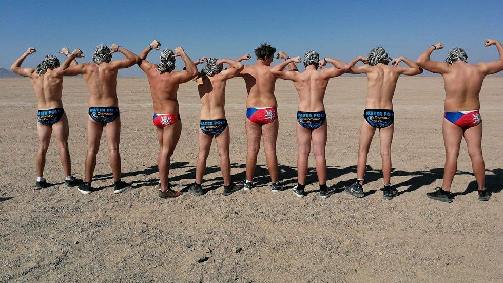 Reprezentanti ve vodním pólu z Olomouce a Přerova se připravovali na soustředění v Egyptě, kam se vydali na vlastní náklady kvůli nemožnosti tréninku v Česku.