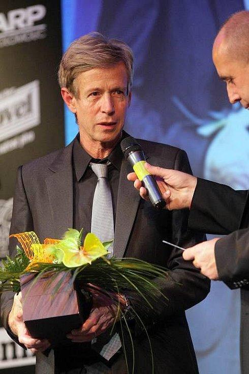 Otec Tomáše Berdycha přebírá pro syna cenu Sportovec Olomouckého kraje 2009