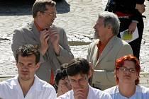 Martin Tesařík z ČSSD (vlevo) na mítinku lékařů v Olomouci