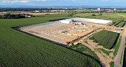 Stavba skleníků pro hydroponické pěstování rajčat v Haňovicích. Červenec 2016