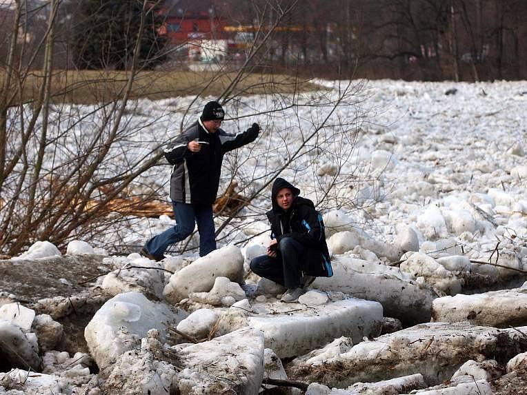 Ledové kry v Teplicích nad Bečvou.