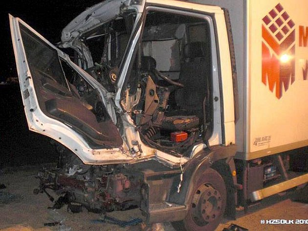 Nehoda traktoru a nákladního auta u Ferony
