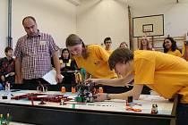 Stavba a programování robota, jeho funkčnost ale třeba i to jaká je spolupráce samotného soutěžního týmu se hodnotila ve First Lego league 2012 – soutěži v robotice a programování.