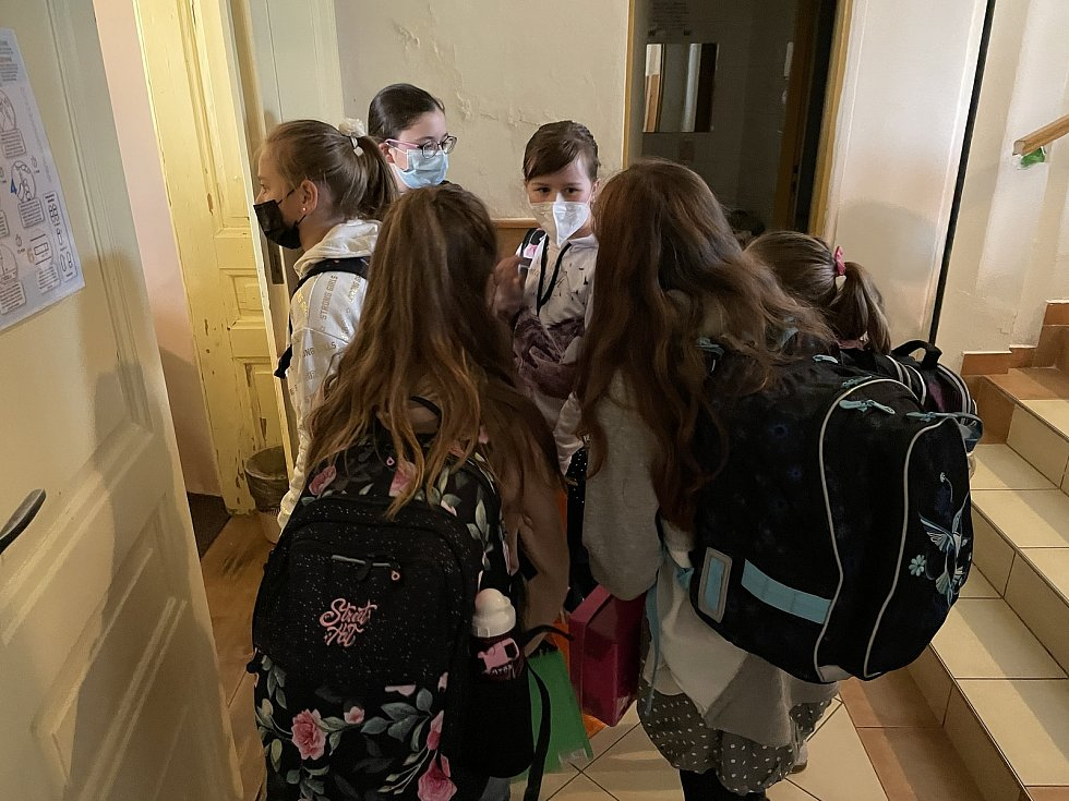 Testování žáků na ZŠ Mozartova v Olomouci, 12. dubna 2021