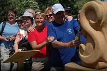 Vodu z pramene svatého Jiří z Lázních Slatinice odebrali v sobotu 4.6. odpoledne turisté. Zapojili se tím do mezinárodní akce Voda ze střechy Evropy.