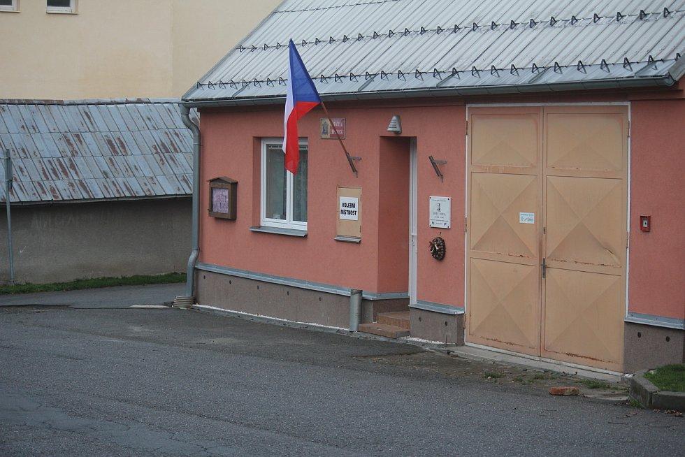 V Hrochově na Prostějovsku bylo v sobotu krátce po otevření místnosti úplně prázdno.