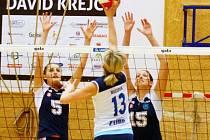 Šternberské volejbalistky (v modrém) proti Přerovu
