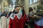 Malí i velcí koledníci Tříkrálové sbírky z celé olomoucké arcidiecéze dorazili do dómu Svatého Václava pro požehnání biskupa Josefa Nuzíka.