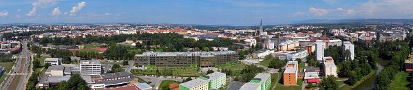 Pohled na Olomouc ze střechy nové výškové budovy centra BEA