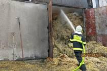 Požár balíků slámy uskladněné v hale ve Vrbátkách -Štětovicích