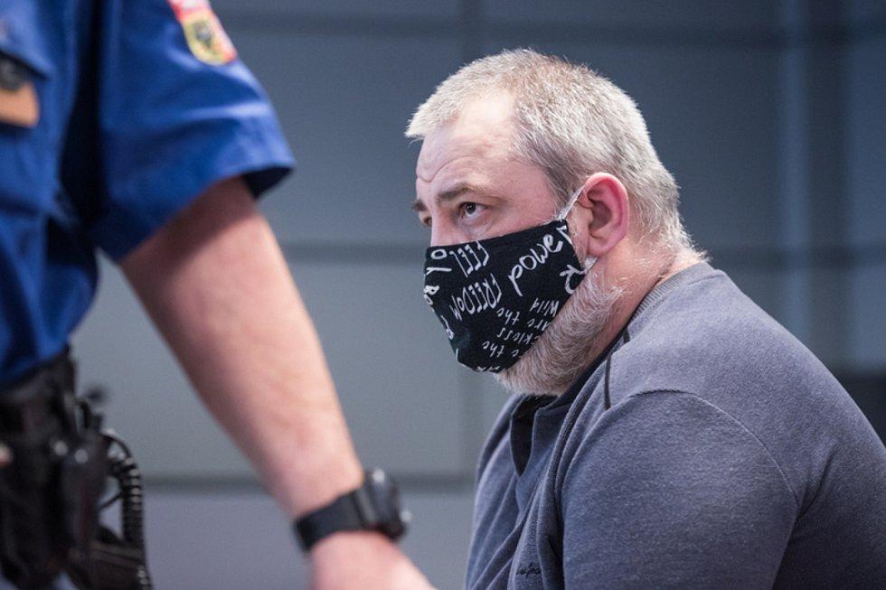 Rostislav Basler obžalovaný z brutální vraždy cyklistky v Olomouci u jednání krajského soudu. 10. února 2021
