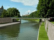 Vizualizace rozšířeného koryta Moravy směrem k novému mostu u Bristolu