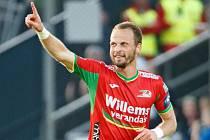 David Rozehnal oslavuje gól v dresu belgického Oostende. Květen 2017