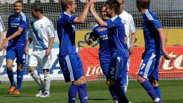Fotbalisté Sigmy Olomouc B (v modrém). Ilustrační foto