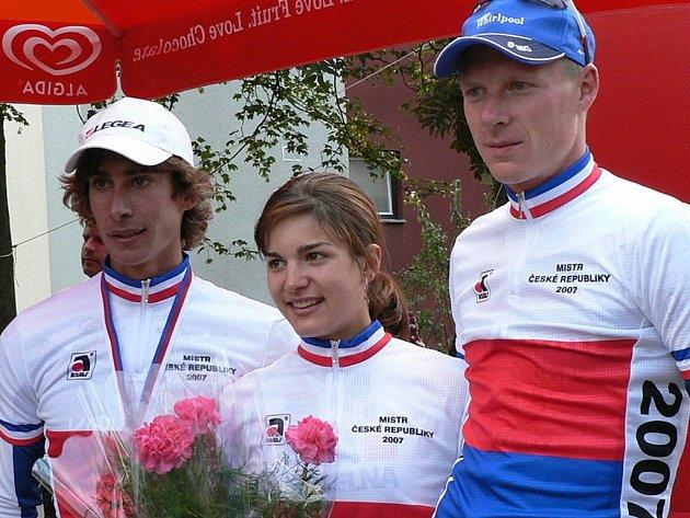 Republikoví mistři (zleva) Zitta, Huříková a Kozubek.