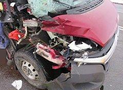 Nehoda dodávky a nákladního vozu na hlavním tahu z Olomouce na Ostravu