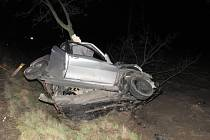 Nehoda mezi Vícovem a Ohrozimí si vyžádala životy dvou mladých lidí.