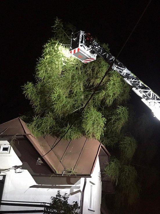 Zásahy hasičů kvůli silnému větru 3. a 4. října 2020 v Olomouckém kraji