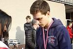 Jakub Galvas na týmové rozlučce s fanoušky před zimním stadionem v Olomouci