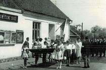 KULTURÁK. V květnu 1970 byl slavnostně otevřen Kulturní dům v Lipince, který byl zbudován svépomocí občanů a který prošel po roce 2015 rozsáhlou rekonstrukcí. Občané i obec ho i dnes hojně využívají ke společenským akcím i rodinným oslavám.