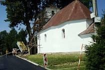 Kostelík se v Karlově opravil dříve, než bylo původně v plánu