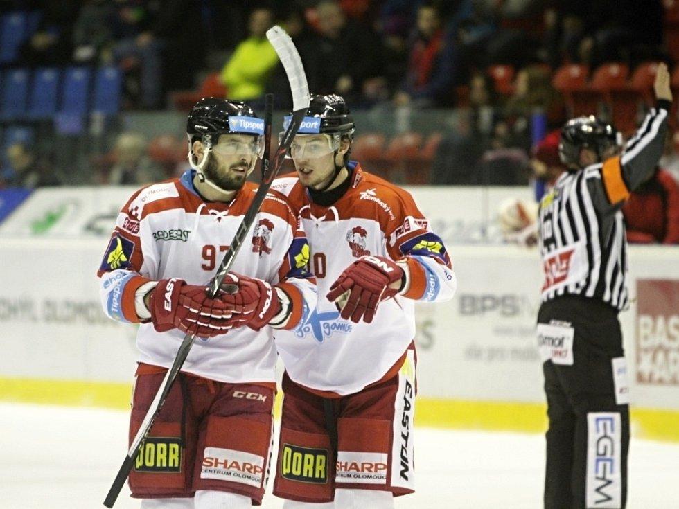 Olomoučtí hokejisté - Radim Kucharczyk (vlevo) a Miroslav Holec