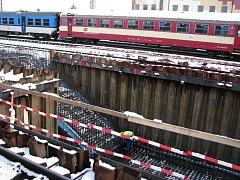 Za čtvrtým nástupištěm olomouckého hlavního nádraží se v rámci rekonstrukce železniční stanice Olomouc buduje nové