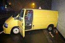 Nehoda opilého řidiče dodávky v Lošově