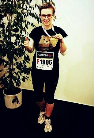 Redaktorka Olomouckého deníku Petra Pášová strofejí za absolvování Olomouckého půlmaratonu 2015