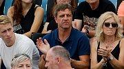 Josef Mucha (uprostřed) - legenda fotbalové Sigmy a otec tenistky Karoliny Muchové na zápase své dcery při finále ITS Cupu v Olomouci
