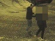 Dění při přepadení na parkovišti v Lafayettově ulici v Olomouci - útočník v kšiltovce