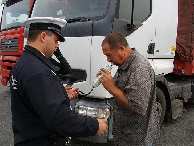 Celkem čtyřicet vozidel zkontrolovala dálniční policie