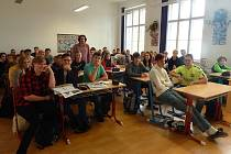 Nahlédnout do každodenního života novináře mohli ve středu studenti Gymnázia Jana Opletala v Litovli.