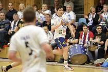 Litovelští házenkáři (v bílém) proti KP Brno