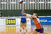 Volejbalistky Olomouce (v oranžové) porazily Přerov 3:0