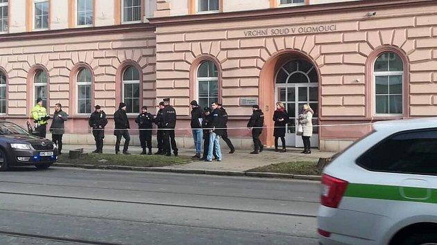 Policie evakuuje vrchní soud v Olomouci