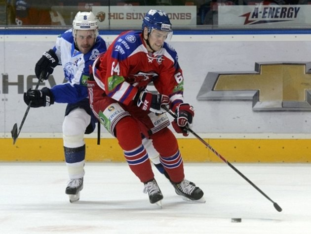 Martin Cibák ještě v dresu Nižněkamsku (vlevo)