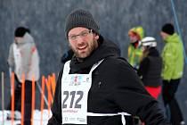 Ve Ski areálu Dolní Morava se v sobotu konal poslední podnik ze čtyřdílného seriálu rodinných závodů ve slalomu Ski4fun Cup 2013. Na vlastní kůži jej zakusil i editor Olomouckého deníku Martin Dostál.