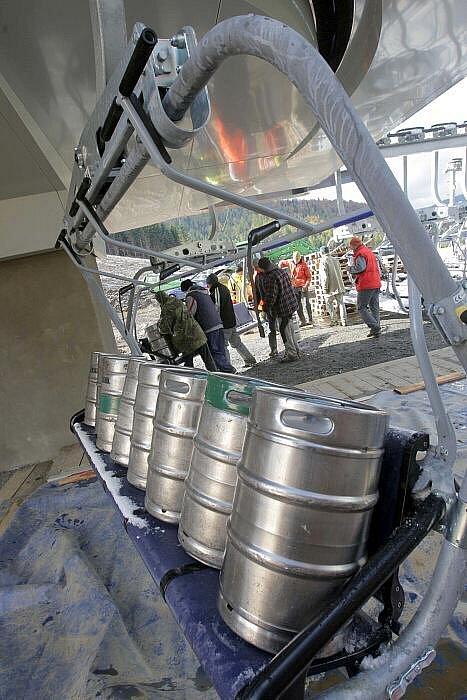 Testování šestisedadlové lanovky v novém areálu v Koutech nad Desnou