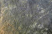 V jámě skalní pukliny byla ukryta rytina z poloviny desátého století ( destička )