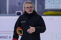 Trenér HC Olomouc Zdeněk Moták na prvním tréninku na ledě před sezonou 2019/20.