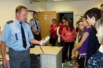 Den otevřených dveří na policejním oddělení.