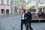 Komisařka Marie Výrová (Klára Melíšková) se svým filmovým partnerem soudcem krajského soudu Mojmírem Rovenským (Viktor Preiss). Živé terče - ze série Detektivové od Nejsvětější Trojice. Živé terče - z cyklu ČT Detektivové od Nejsvětější Trojice