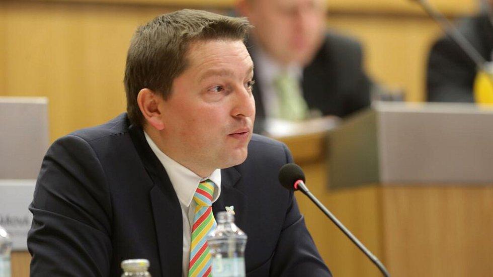 Radim Sršeň. Zasedání zastupitelstva Olomouckého kraje, které má na programu odvolání hejtmana