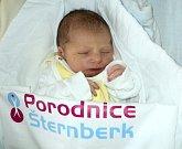 Šimon Bonk, Ondřejov, narozen 12. února ve Šternberku, míra 52 cm, váha 3170 g
