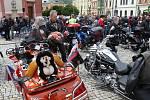 Motorkáři se u kostela v Hranicích sjeli na motomši. 30. května 2020