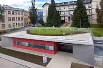 Fakultní nemocnice Olomouc, v popředí budova pracoviště PET/CT. Ilustrační foto