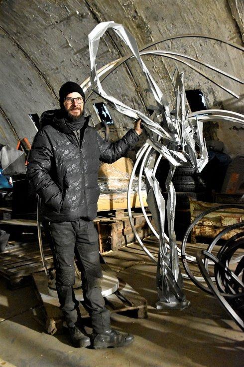 Olomoucký sochař Jan Dostál ve svém ateliéru