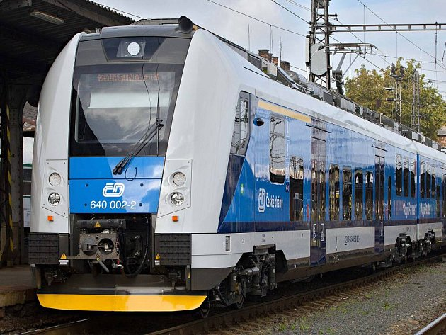 Vlak ČD RegioPanter jezdí mezi Olomoucí a Nezamyslicemi