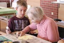 Dědečku, babičko, máme vás rádi! Ilustrační foto.